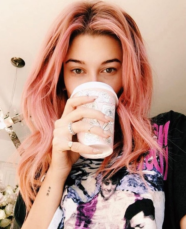 hailey-baldwin-rose-gold-hair