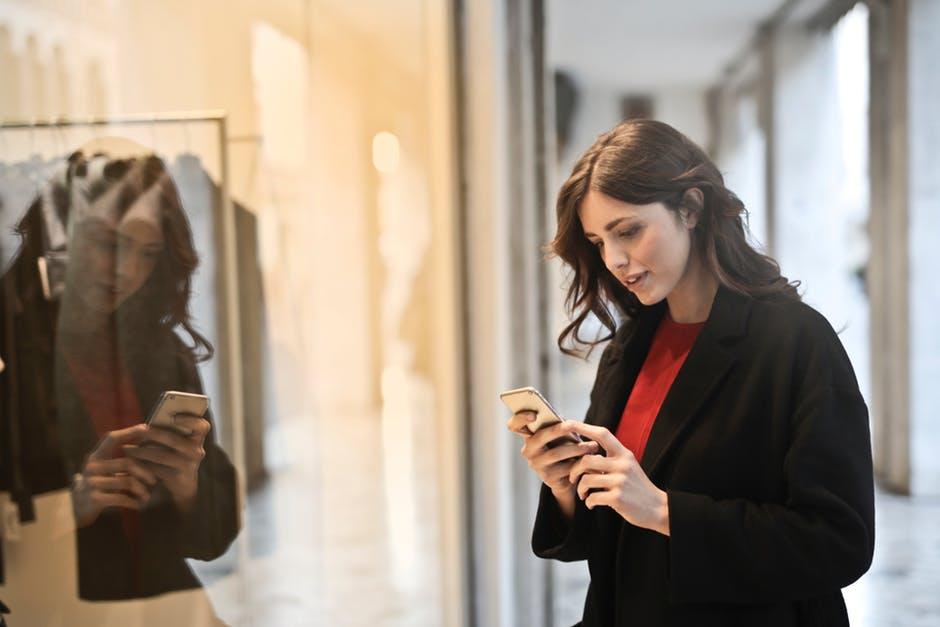 walk-around-answering-phone-calls